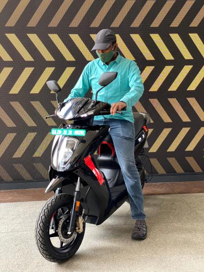 Ather begins deliveries of 450X scooter in Bengaluru, Chennai