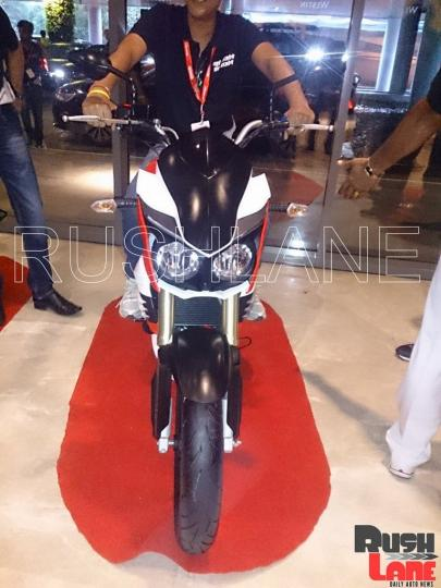 Dealers Get A Preview Of Mahindra Mojo Prior To Launch