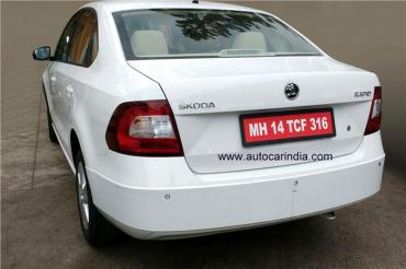 Skoda Rapid facelift spotted again