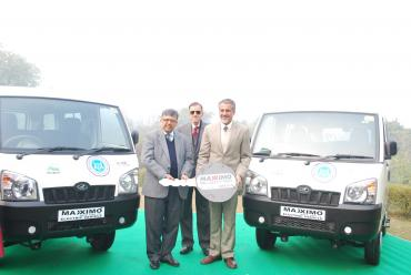 Mahindra Maxximo Electric Vans to move tourists around Taj