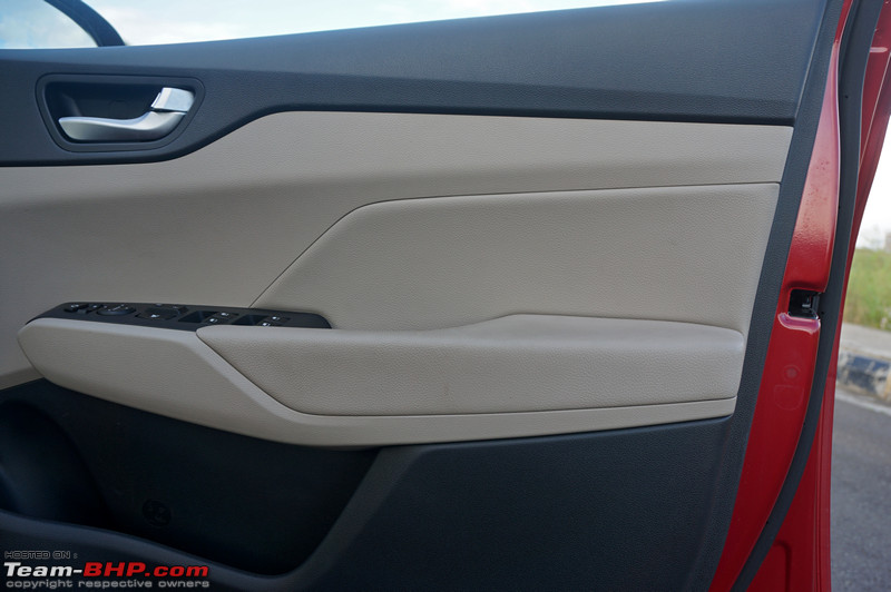 Only the driveru0027s window gets one-touch up/down and anti-pinch functionality and only the driveru0027s window button is backlit in blue. Door mirrors are ... & Hyundai Verna : Official Review - Team-BHP