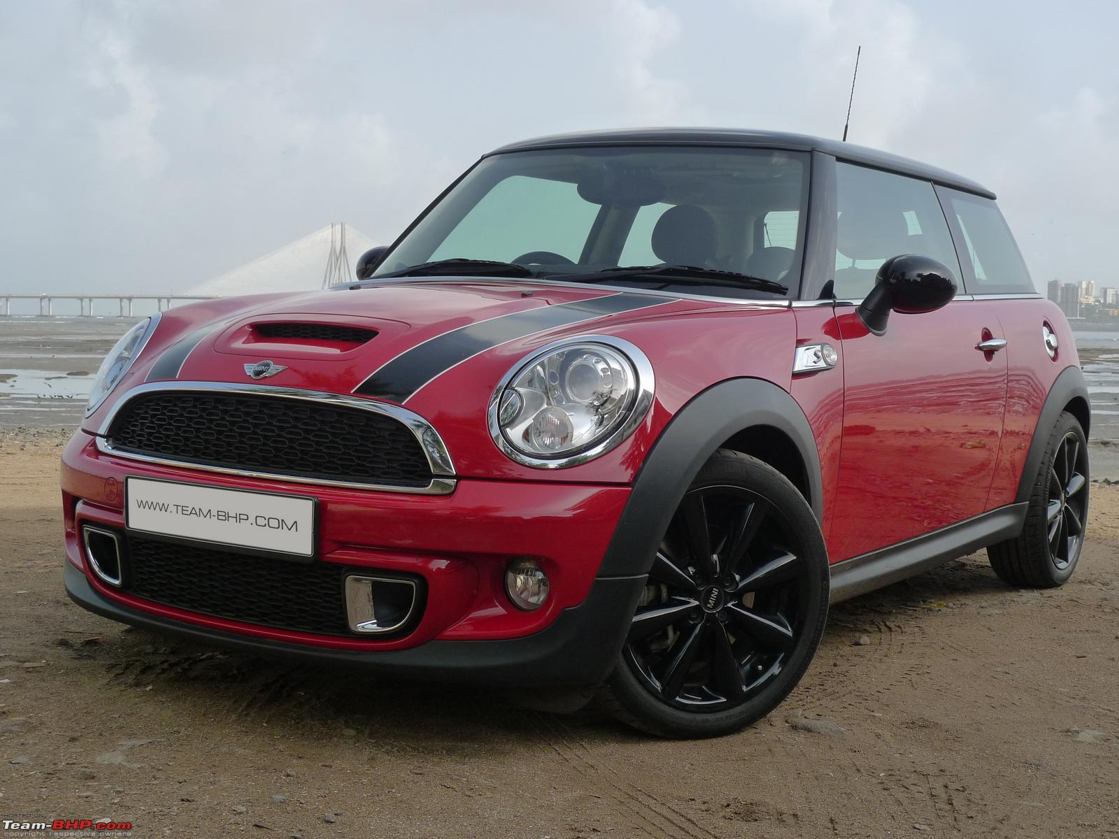 Mini Cooper S and Mini Convertible Driven Team BHP