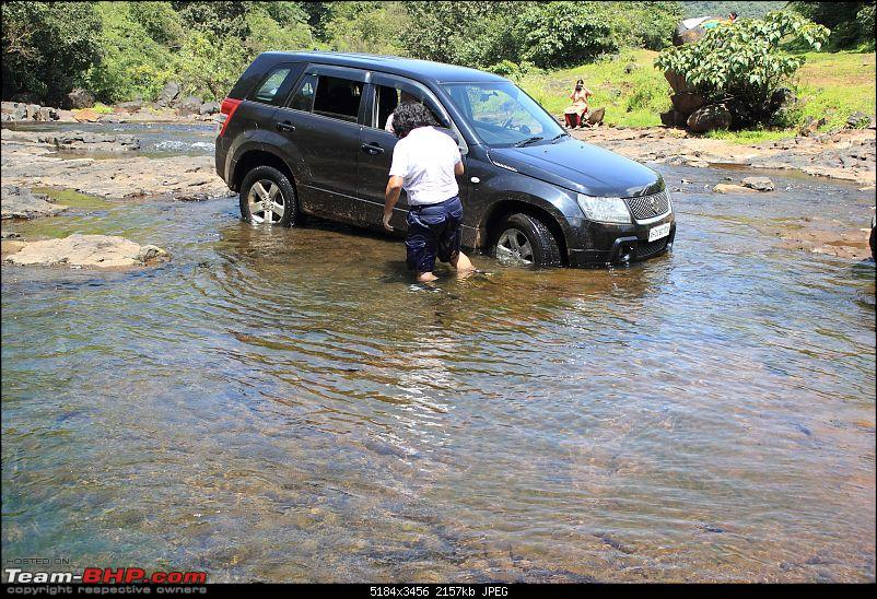 2 Grand Vitaras go offroading - At Panshet Lake-017-potholes-left-right-see-akhis-kneescompressed.jpg
