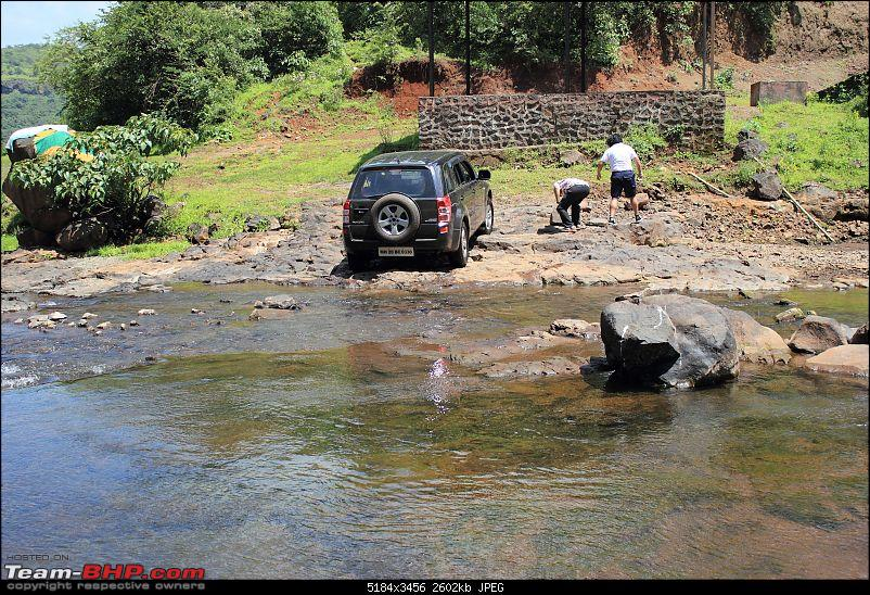 2 Grand Vitaras go offroading - At Panshet Lake-020-checking-see-if-clearance-therecompressed.jpg