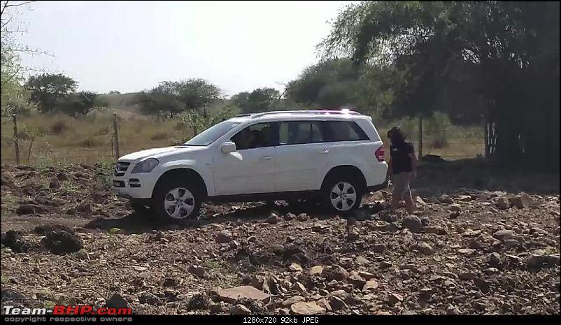 A Mercedes GL, 2 Grand Vitaras, a Sugarcane farm and a tow cable-019-gl-lining-up-easy-exit-ramp.jpg