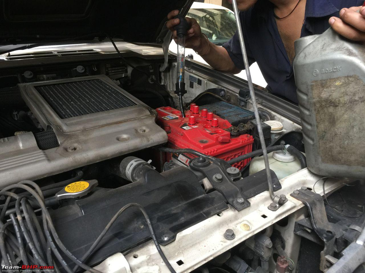 car the kneeling of mitsubishi mechanic s ag a stutt daimler class plant mercedes in engine benz on workshop block