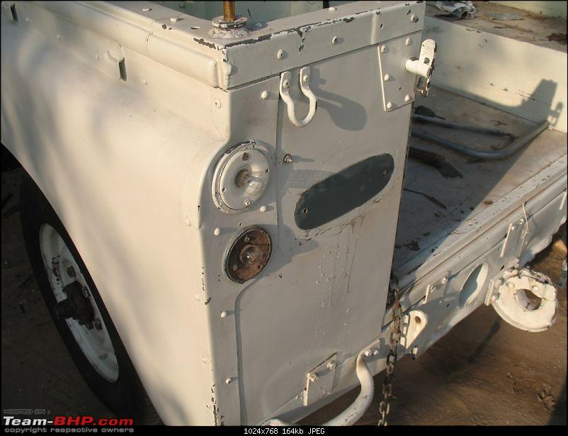 Looking for Land Rover Series 1, 2 or 3-original-lights-paint-under-logoweb.jpg