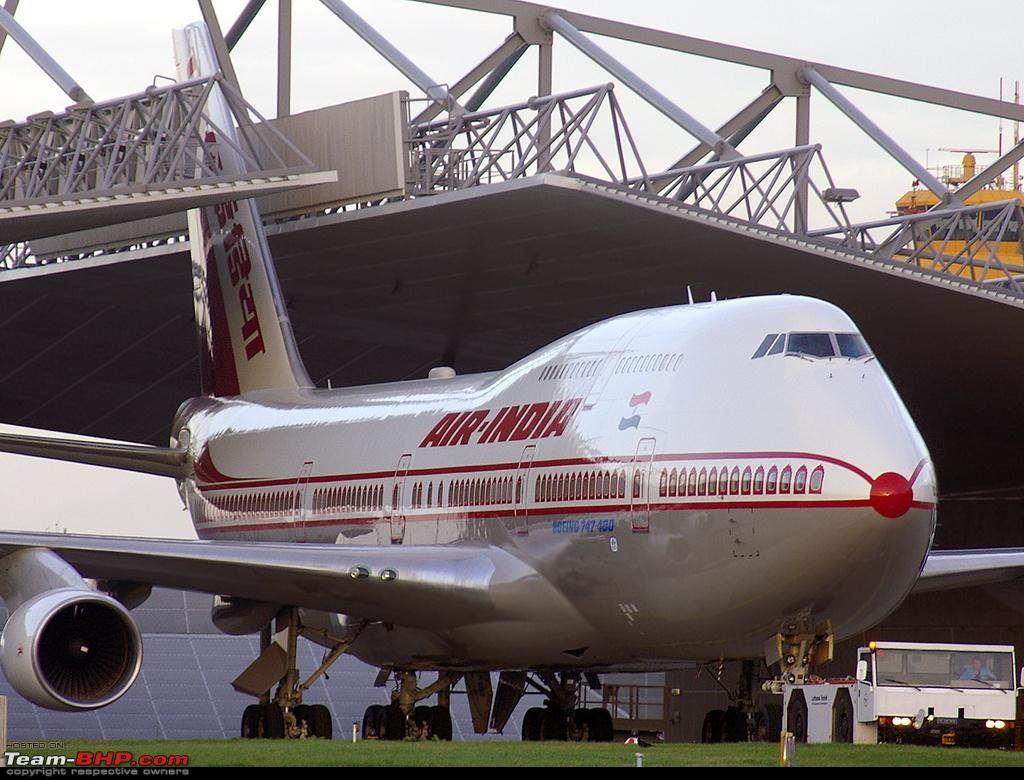Airplane Review (Boeing 747-400) by a Pilot : A first for Team