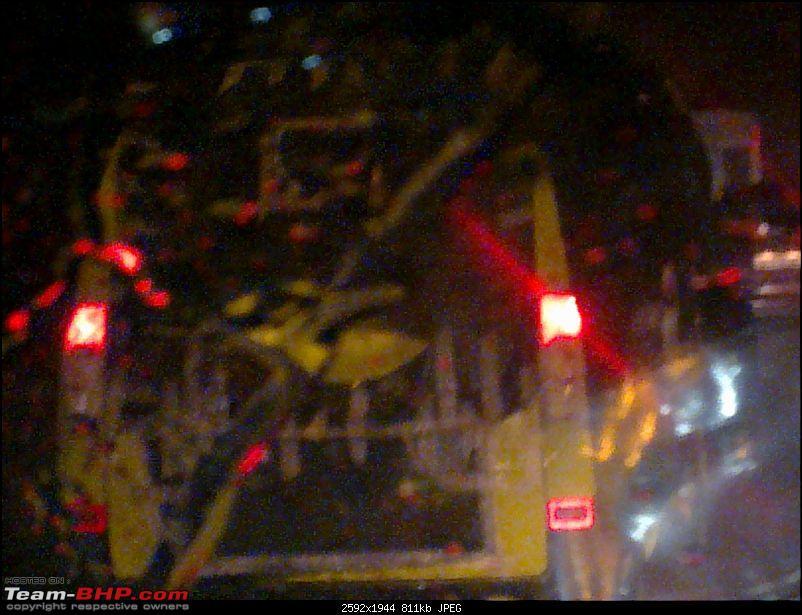 Scoop::Mahindra Maximo Passenger Van-22072010329.jpg