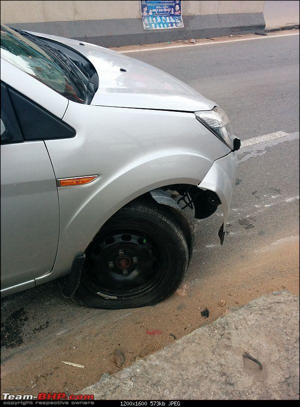 When road dividers crash into you for a change!-img_20140726_061104.jpg