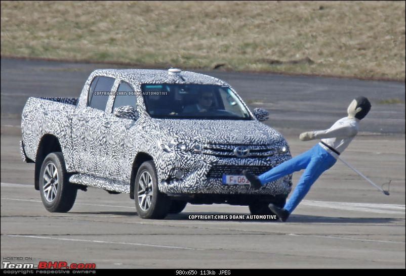 New Toyota Fortuner caught on test in Thailand-11.jpg
