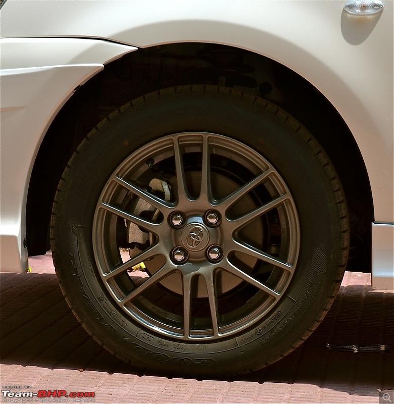 Best OEM Alloys offered in cars <20 lakhs-liva1.5trdsportivogunmetalfinishalloywheel.jpg