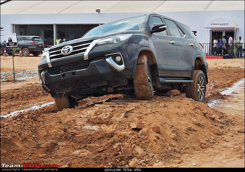 Scoop! Next-gen Toyota Fortuner spotted. EDIT: Preview on page 14-pb160026.jpg