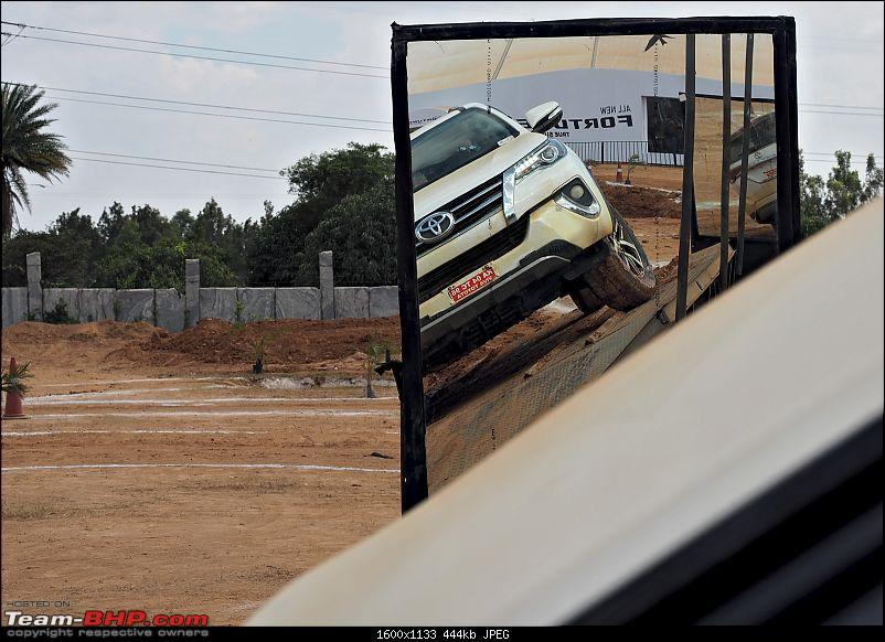 Scoop! Next-gen Toyota Fortuner spotted. EDIT: Preview on page 14-pb160011.jpg