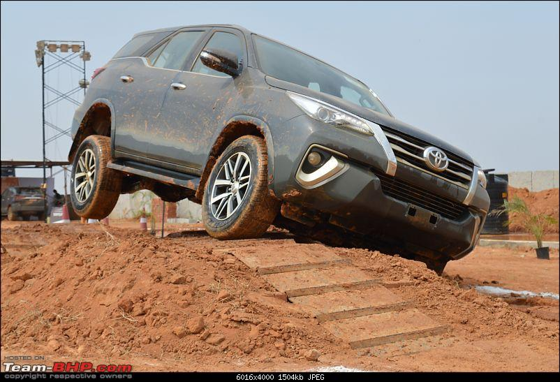 Scoop! Next-gen Toyota Fortuner spotted. EDIT: Preview on page 14-dsc_0057.jpg
