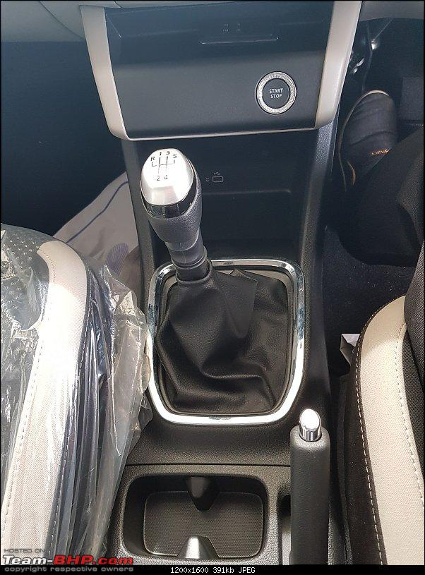 Renault Triber, the Kwid-based MPV. EDIT : Launched at Rs. 4.95 lakhs-gearlever.jpg