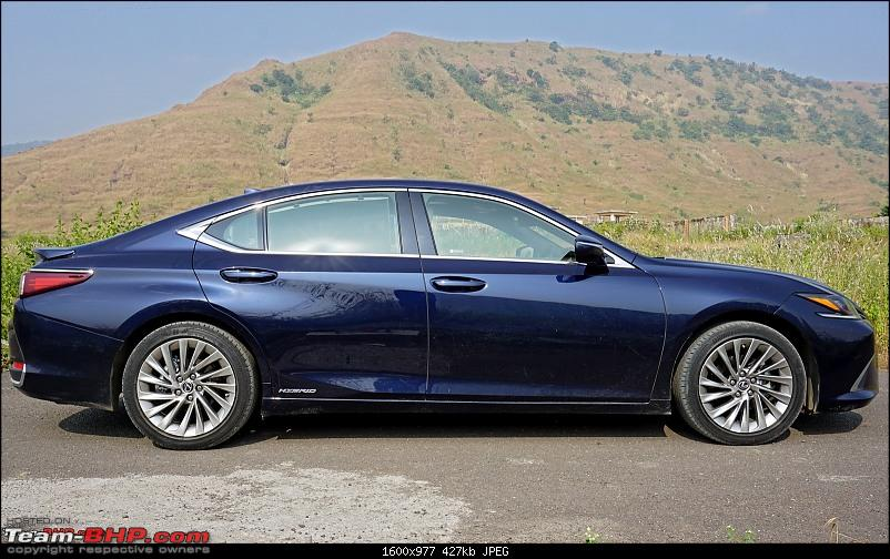 Lexus launches pre-owned business & service initiatives-2018lexuses300h04.jpg