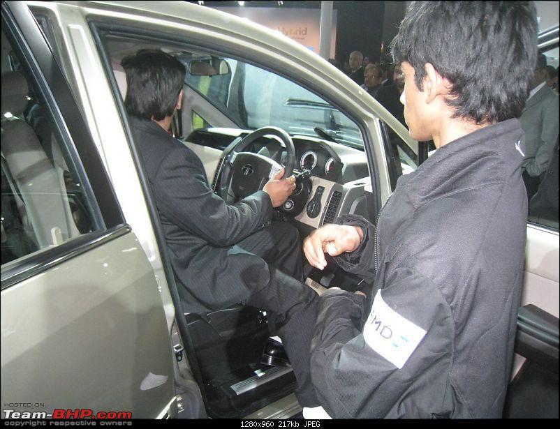 Pics: Tata Motors unveil the Aria (Indicruze) at the Auto Expo 2010. Video: Pg 52-img_2253.jpg