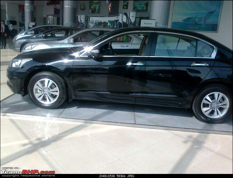 Scoop shots: 2011 Honda Accord Facelift. EDIT : Now launched!-photo2260.jpg