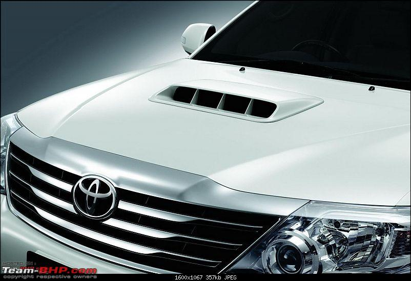 Toyota Fortuner Facelift Spied! *UPDATE* Uncovered pics on Pg.6-2012-toyota-fortuner10.jpg