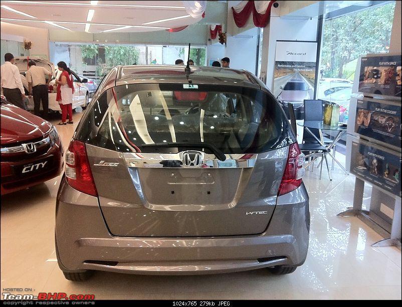 Honda slashes price on Jazz as well ? EDIT: Launch pics of new Jazz Pg.56-img_0323.jpg