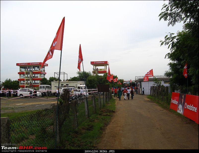 Report & Pics : Lewis Hamilton at Chennai's MMSC track-1.jpg