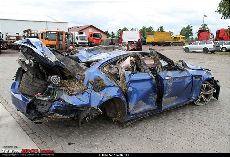BMW M5 crashes at 300 kph, occupants survive!-crashedf10bmwm52.jpg