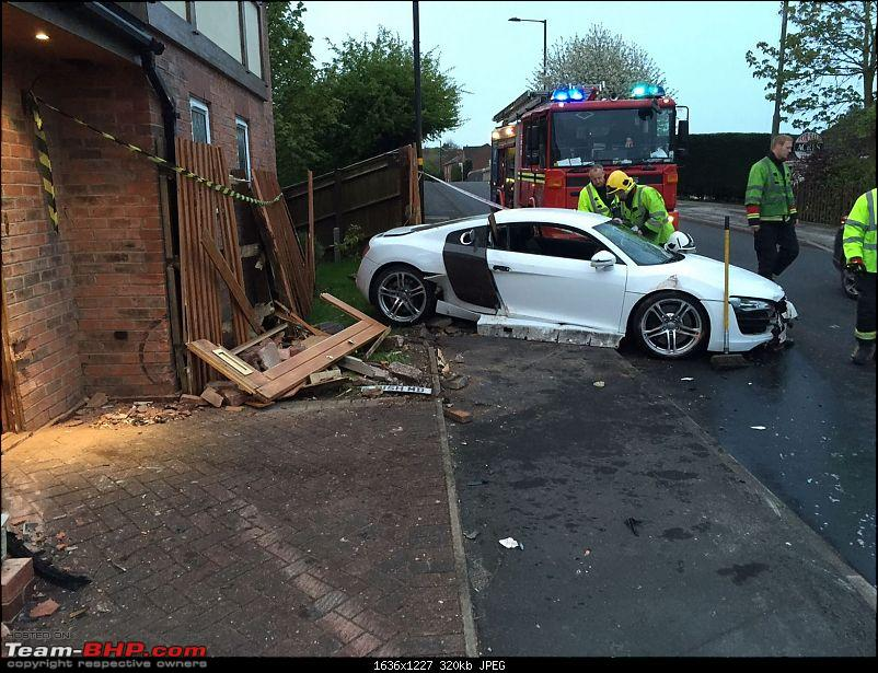 International Super-Car Crashes-audir8crash.jpg