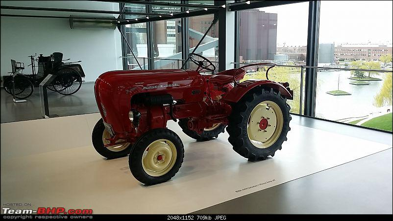 The Volkswagen Museum, Hannover-20150412_194800.jpg