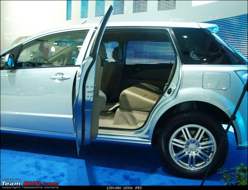 All the action of Detroit Motor Show 2010-byde611.jpg