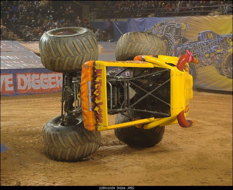 Pics: Monster Jam - Monster Trucks with 1,500 horsepower!-action7.jpg