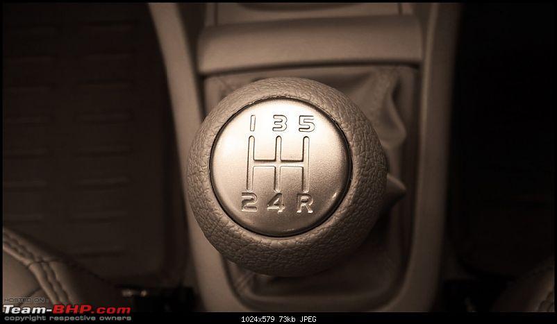 Tallboy welcomes longer companion: Maruti Ertiga VDi - The 200,000 Km update!-gear-knob.jpg