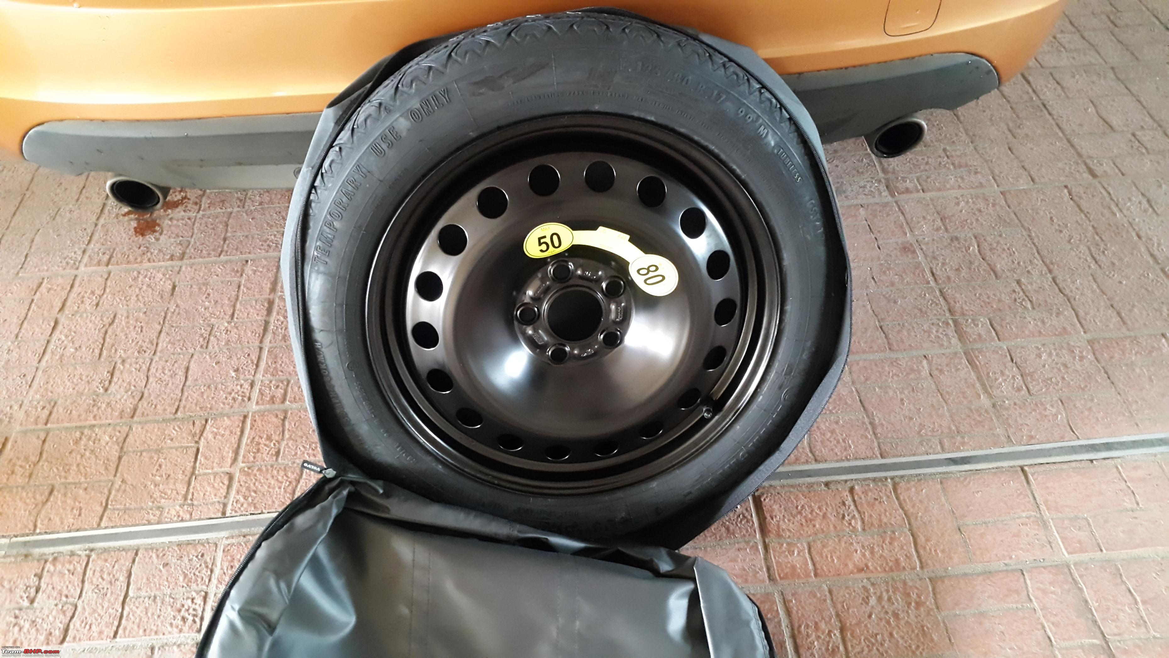 Volvo S60: Taking out the spare wheel