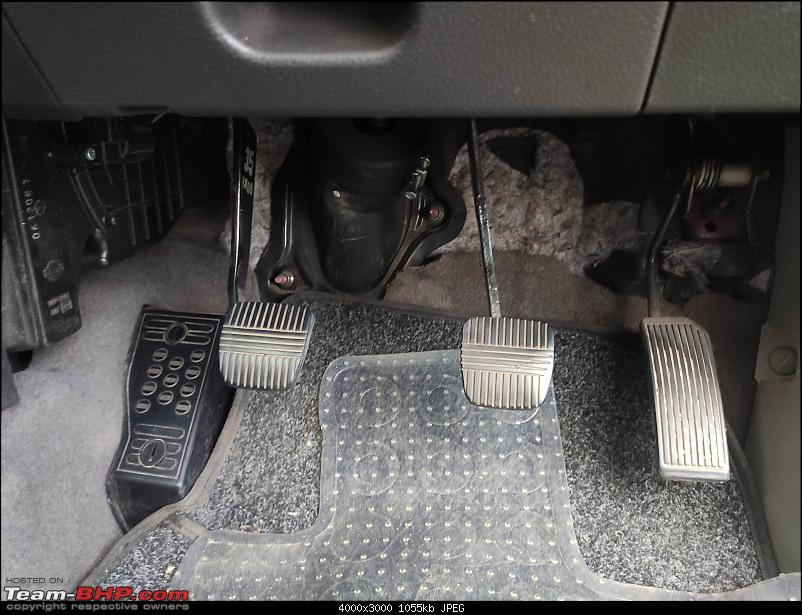Living with a decade-old used car : My 2006 Nissan X-Trail-pedals.jpg