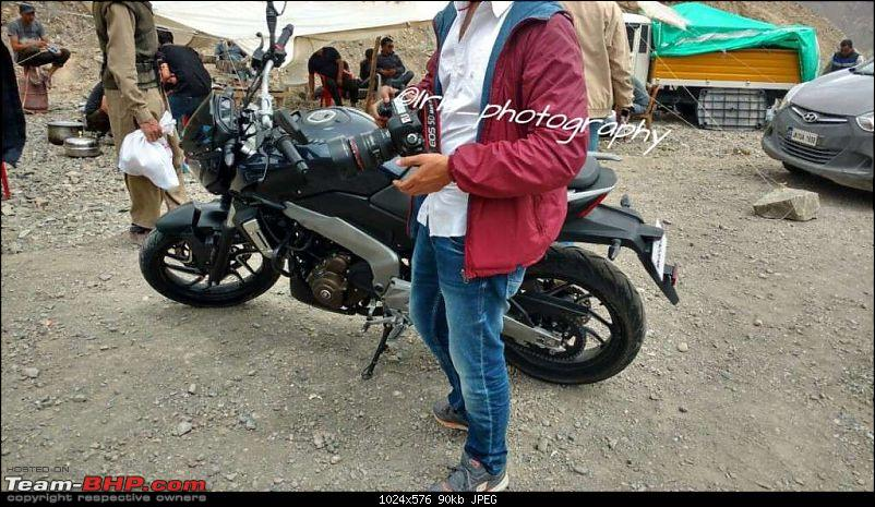 Next Gen Bajaj Pulsars -  SS400 & CS400 (rechristened as Dominar)-pulsarvs400tvshoot.jpg