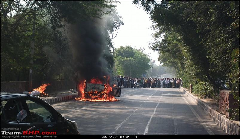 Accidents : Vehicles catching Fire in India-201211221877.jpg
