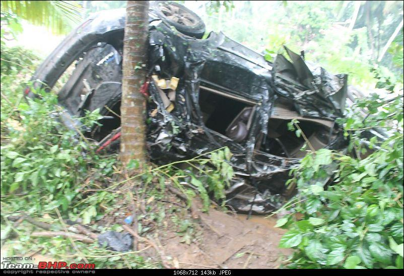 Mahindra XUV500 W8: Severe topple, but Side Airbags didn't deploy!-img20150801wa0005.jpg