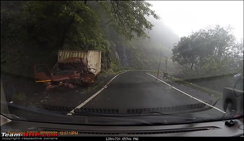 Pics: Accidents in India-vlcsnap2016090715h44m52s682.png