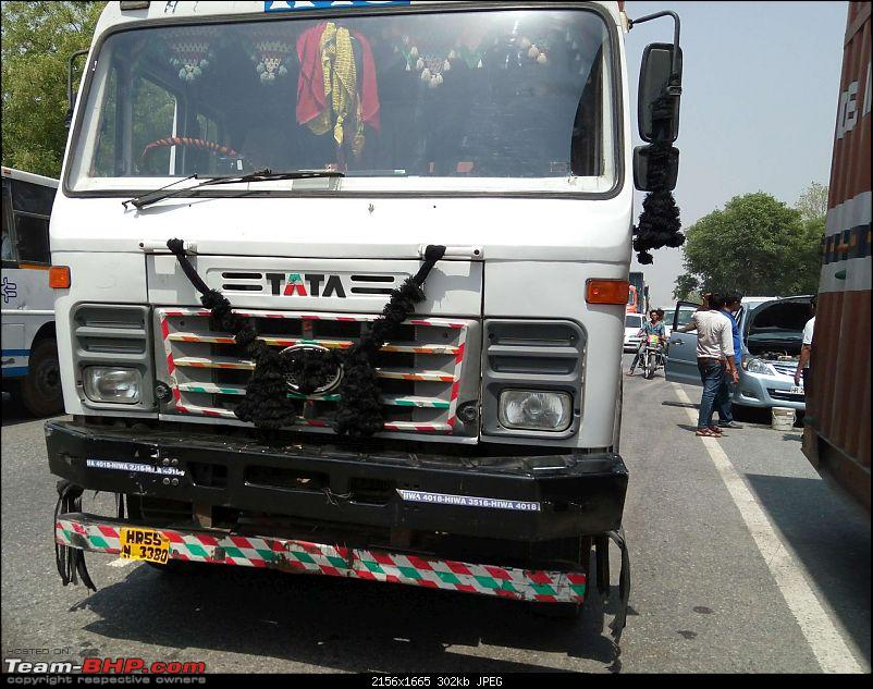 Pics: Accidents in India-nh8crash15417-2.jpg