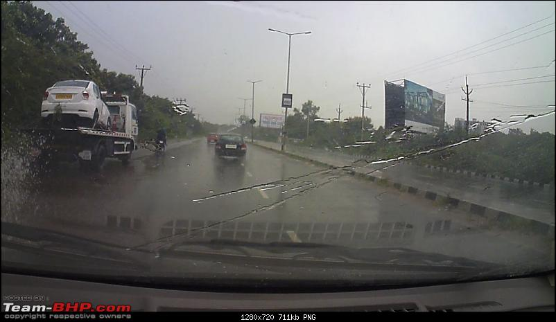 Pics: Accidents in India-vlcsnap2017090613h13m59s165.png