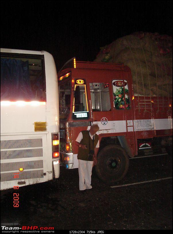 Pics: Accidents in India-veg-truck.jpg