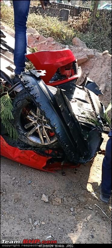 Massive Polo GTI accident in Hyderabad - Falls off a flyover!-1.jpg