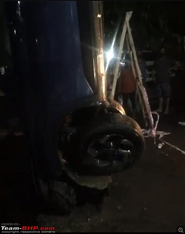 Hyundai Venue sinks into a hole as road caves in | Police say it was a water well-03dc275c2b5b49ad8ca92d5da53d8bd5.jpeg