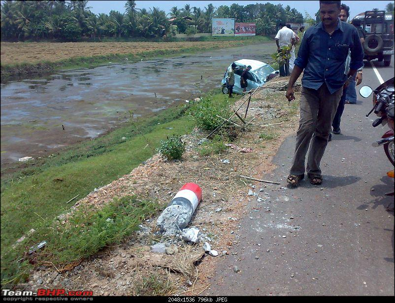 Pics: Accidents in India-02042010930.jpg