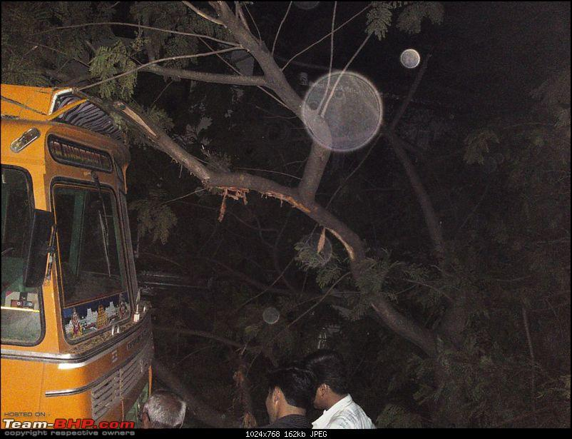 Pics: Accidents in India-29042010006.jpg