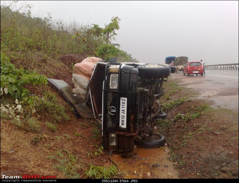 Pics: Accidents in India-10062010011.jpg