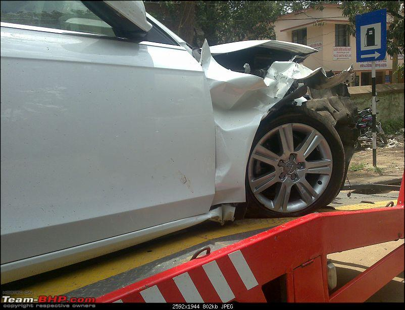 Pics: Accidents in India-03092010100.jpg