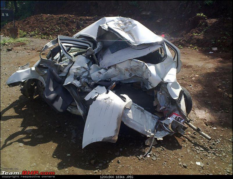 Pics: Accidents in India-05112010453.jpg