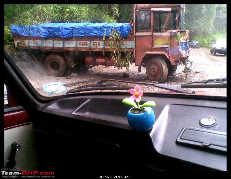 Pics: Accidents in India-13092010039.jpg