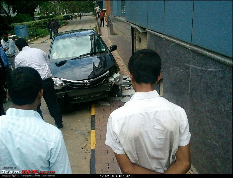 Pics: Accidents in India-crash_01.jpg